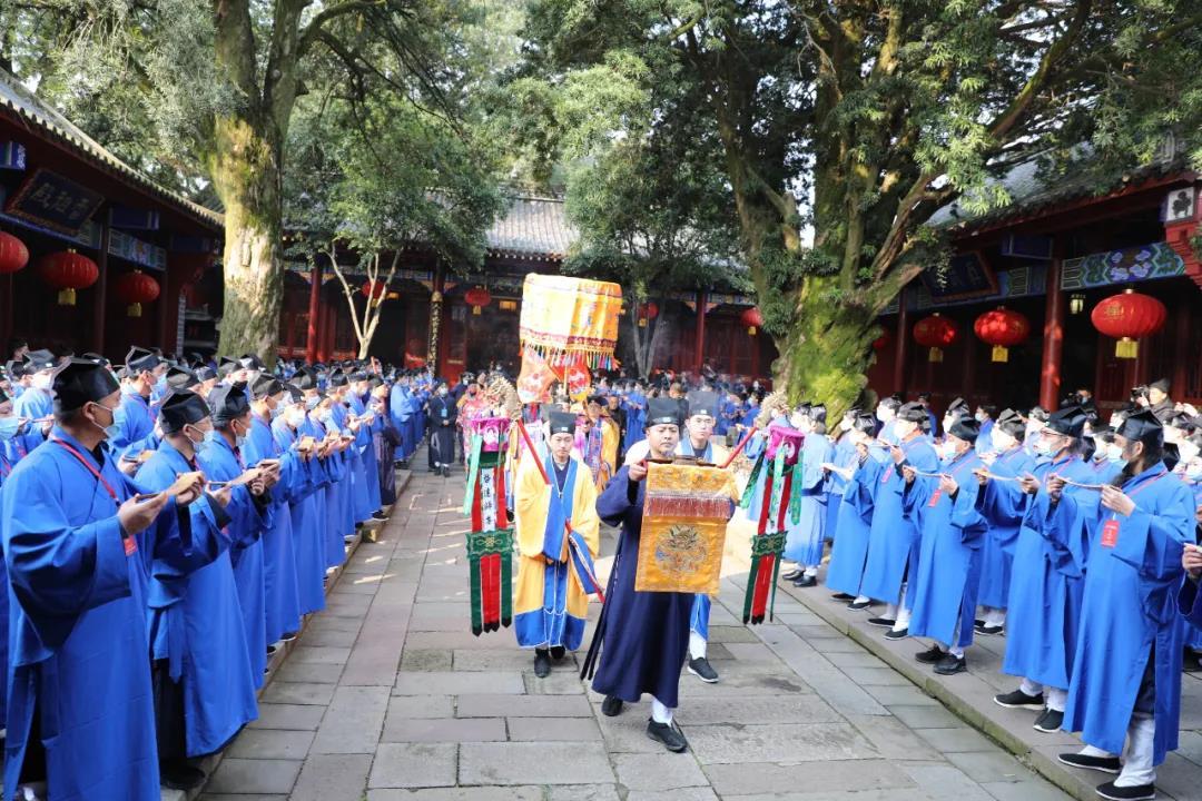 关于规范道教教职人员着装的意见 中国道教协会第十次全国代表会议通过